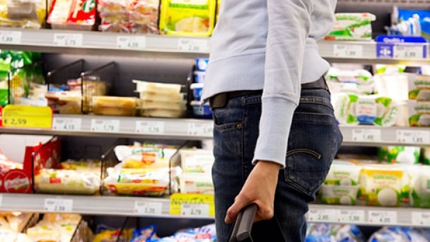 woman-shopping-in-supermarket-442051