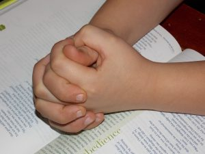 child-praying-hands-1510773_1280