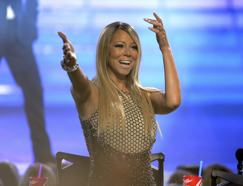 Visual da cantora Mariah Carey na final do 'American Idol' em 2013 Foto: Phil McCarten/ Reuters
