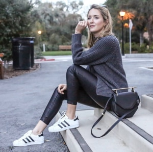 black-leggings-grey-oversized-sweater-adidas-superstars-m2malletier-handbag-casual-style