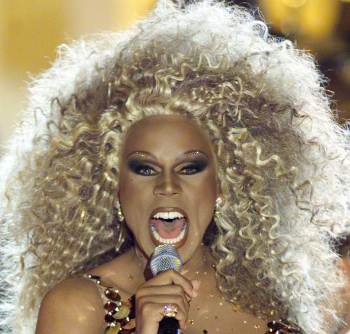 "NYK09D:DIVAS:NEW YORK:9APR00 - Entertainer RuPaul sings on stage at the taping of the VH1 special, ""VH1 Divas 2000: A Tribute to Diana Ross"" in New York, April 9. Musicians Faith Hill, Mariah Carey, Donna Sumer, and Diana Ross herself, will each sing songs previously performed by Ross. br/Photo by Jeff Christensen REUTERS"