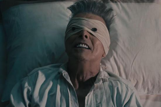 David Bowie se despediu do mundo com 'Lazarus'. Não entendemos